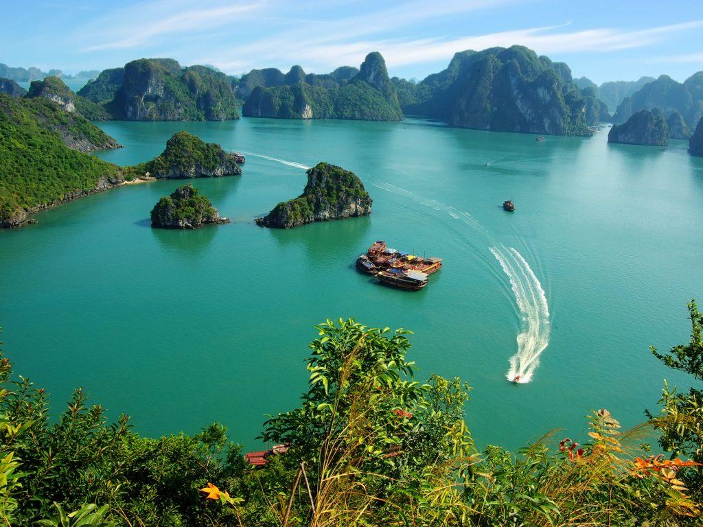 Hạ Long Bay được thế giới công nhận là kỳ quan thiên nhiên mới của thế giới