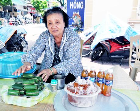 Những quán nem chua đã trở thành hình ảnh quen thuộc ở Quảng Yên