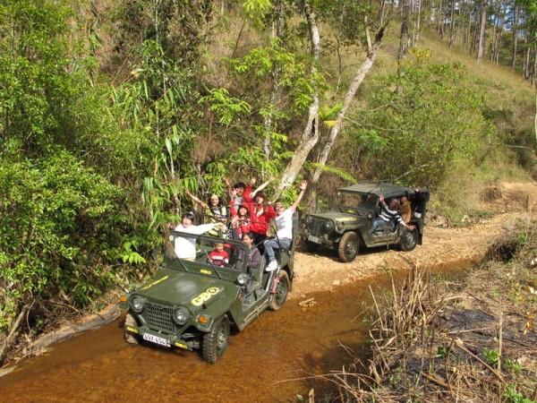 Du lịch làng Cù Lần bằng xe Jeep