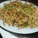 Sâu măng xào lá chanh là món ăn đơn giản, phổ biến nhất