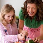 Trẻ em và người giúp việc trong gia đình cũng cần cư xử đúng mực, khéo léo