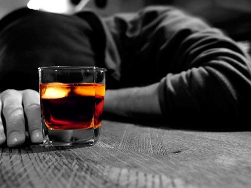 Rượu - tác nhân gây yếu sinh lý nam giới