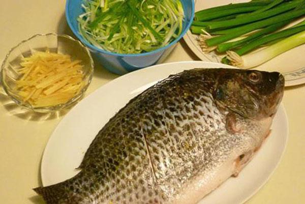 Nguyên liệu cho món cá hấp gừng