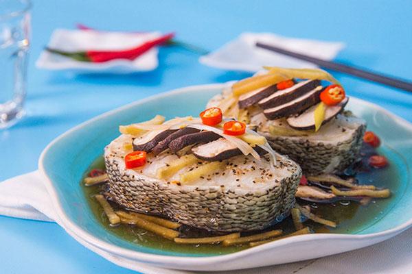 Thưởng thức món cá hấp