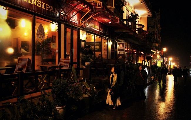 Khu phố Tây về đêm giữa lòng Sapa cổ kính