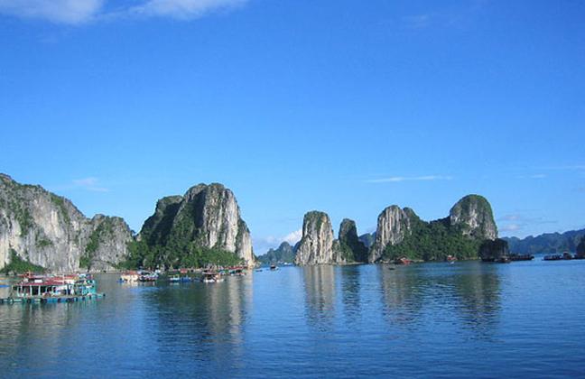 Vẻ đẹp kì vĩ của vịnh Hạ Long