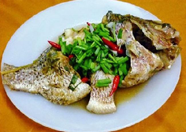 Món cá mè luộc sông Mực đầy hấp dẫn
