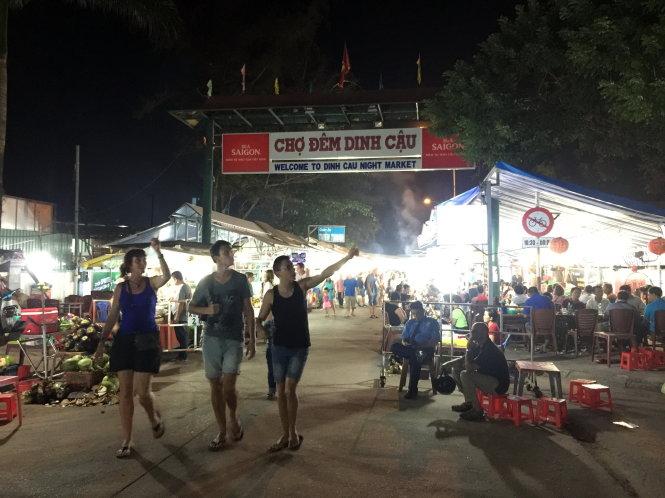 Khám phá chợ đêm Dinh Dậu- Phú Quốc