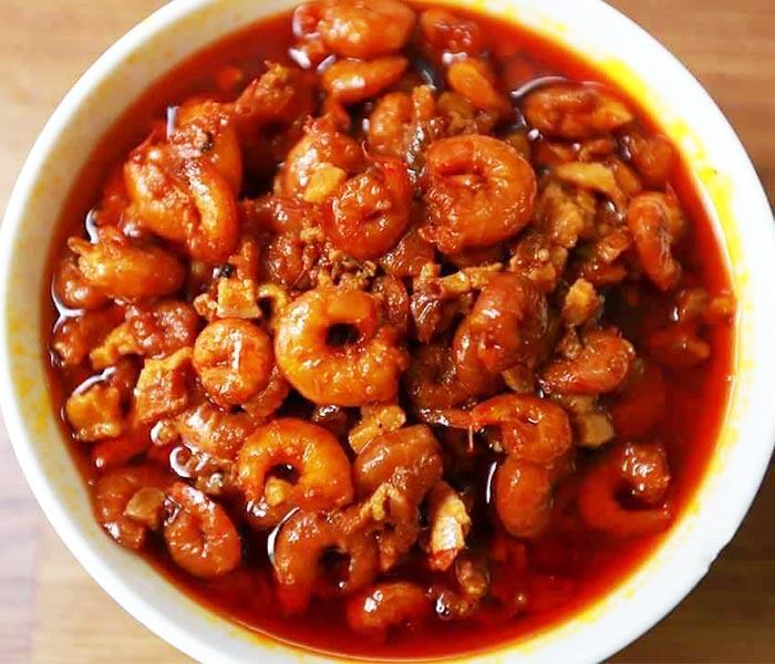 Tránh ăn những món tôm khô xào, rang vì chứa nhiều chất béo